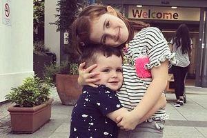 Bé gái 4 tuổi dũng cảm hiến tủy xương cứu em