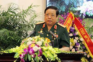 Đại tướng Phùng Quang Thanh và Ngô Xuân Lịch nhận Huy hiệu cao quý