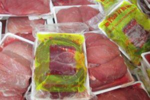 Tiêu hủy thịt heo, xúc xích 'xách tay' từ Trung Quốc để tránh dịch bệnh