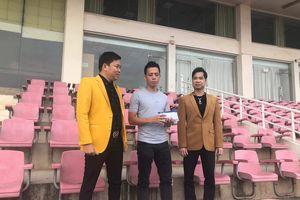 Ca sĩ Ngọc Sơn thưởng tiền cho cầu thủ ghi bàn trận tranh HCĐ ASIAD 2018