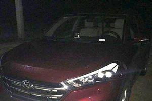 Nghệ An: Hoảng hồn phát hiện quả mìn đang bốc khói dưới gầm ô tô