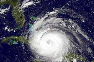 Siêu bão Florence sắp đổ bộ, nước Mỹ tán loạn