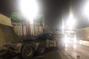 Đà Nẵng: Xe đầu kéo đâm xe tải trong hầm Hải Vân, 3 người bị thương