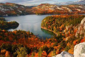 Tận hưởng mùa thu vàng tuyệt đẹp ở vương quốc lá phong Canada