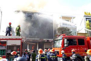 Cháy lớn thiêu rụi quán bar trên phố trung tâm Đà Nẵng