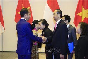 Chủ tịch nước Trần Đại Quang và Phu nhân chiêu đãi trọng thể Tổng thống Cộng hòa Indonesia và Phu nhân