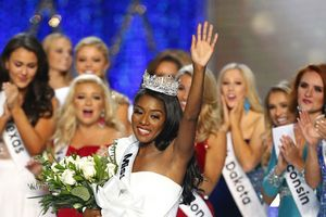Người đẹp New York đăng quang Hoa hậu Mỹ