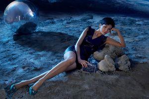 Hoa hậu H'Hen Niê khoe chân dài miên man, lạc bước ngoài… hành tinh