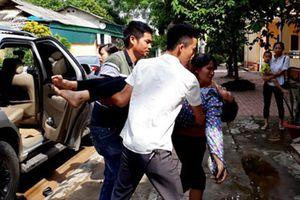 Yên Bái: Hàng chục công nhân may nhập viện do hít phải khí lạ