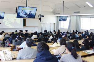 Cách tuyển sinh kỳ lạ tại Nhật Bản: Tuổi càng cao, học phí càng giảm