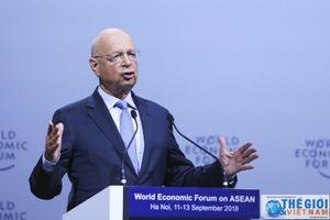 Chủ tịch điều hành WEF: Đừng để con người phụ thuộc vào robot
