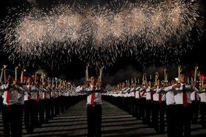 Bình Nhưỡng rực sáng với màn đồng diễn của hàng nghìn ngọn đuốc
