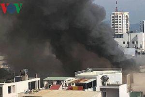 Lửa trong quán bar vẫn âm ỉ, Đà Nẵng điều cảnh sát tiếp tục chữa cháy