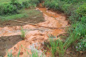 Nước suối chuyển màu đỏ ở Đăk Nông: Đại diện nhà máy alumin khẳng định không ảnh hưởng môi trường