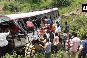 Xe buýt lao xuống thung lũng ở Ấn Độ: 43 người chết, nhiều người bị thương