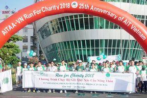 Cựu sinh viên AIT chạy từ thiện góp tiền xây cầu cho trẻ đến trường