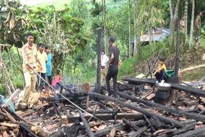 Giận vợ, người chồng dùng lửa thiêu rụi nhà