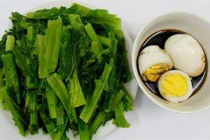 Món ngon mỗi ngày: Cải luộc chấm trứng đơn giản cho bữa trưa