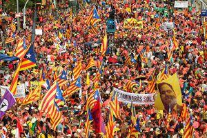 Biển người tuần hành ở Catalonia đòi độc lập