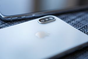 Nhiều người sẵn sàng vay tiền để mua iPhone 2018