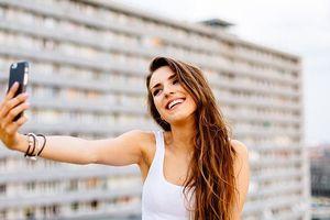 Nhà khoa học lý giải việc phụ nữ thích chụp ảnh selfies gợi cảm