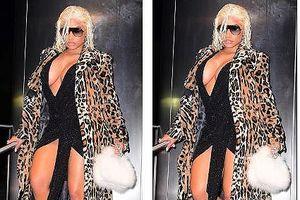 Nicki Minaj táo bạo khoe ngực 'khủng' với váy xẻ sâu hết nấc