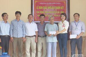 Bàn giao nhà đại đoàn kết cho hộ nghèo ở Diễn Châu
