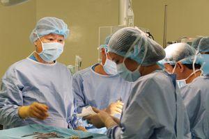 Phẫu thuật cắt u gan ở bệnh nhi không truyền máu hiếm gặp