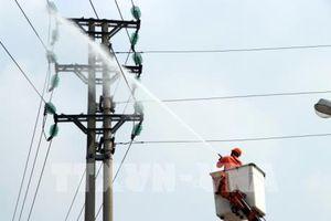 Áp dụng công nghệ mới vệ sinh sứ cách điện của lưới điện cao áp