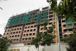 TPHCM: Hai người rơi từ tầng 10 công trình xuống đất tử vong