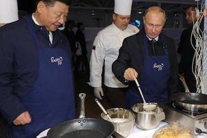 Ông Putin mời ông Tập Cận Bình trổ tài làm bánh
