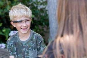 Cặp kính Google giúp khơi dậy cảm xúc ở trẻ tự kỷ