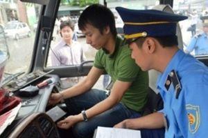 Lý do nào khiến Hà Nội thu hồi hàng trăm phù hiệu ô tô?