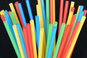Hạn chế ống hút nhựa để bảo vệ môi trường