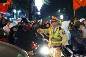 Cảnh sát trắng đêm chống đua xe sau chiến thắng của U23 Việt Nam