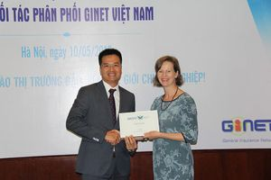 Lãnh đạo Công ty Môi giới bảo hiểm GINET Việt Nam hoán đổi 'ghế' cho nhau
