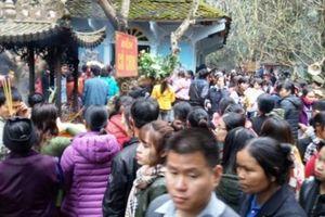 70.000 người đổ về Phủ Na (Thanh Hóa) ngắm một mạch nước ngầm