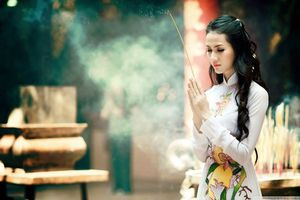 Đi chùa lễ phủ muốn cầu tài lộc, bỏ túi ngay những điều lưu ý về cách sắm và hành lễ 'đúng chuẩn'