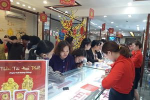 Đà Nẵng: Người dân rầm rộ đi mua vàng Thần Tài
