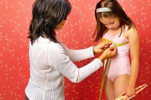 Con gái dậy thì từ lớp 4: Bác sĩ lý giải nguyên nhân