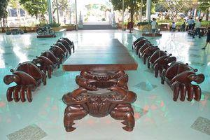 Chiêm ngưỡng bộ salon 'cua' bằng gỗ nguyên khối giá 2 tỷ đồng