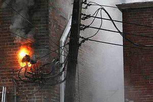 3 người bị điện giật khi đang dựng giàn giáo, 1 người tử vong