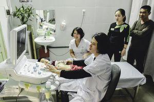 Điểm Facebook Bác sĩ ngày 27/2: Khám 100 bệnh nhân thu nhập không khác gì khám 10 bệnh nhân