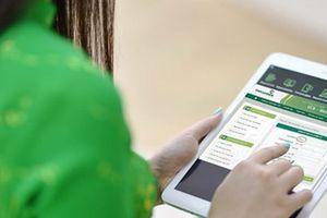 VietcomBank bắt đầu thu phí chuyển tiền cùng hệ thống và tăng phí SMS hàng tháng