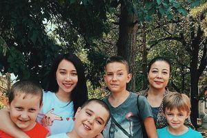 Huỳnh Hồng Loan kể chuyện bị tăng cân khi quay phim tại Nga