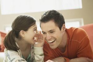 Băn khoăn khi con gái tuổi teen còn ngủ với cha