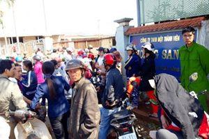 Hàng trăm người bao vây công ty vì nghe tin 'phá sản, giám đốc bỏ trốn'