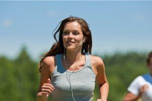 Vừa nghe nhạc vừa tập thể dục, vui thì vui nhưng rất... nguy hiểm