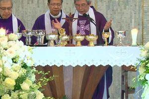 Hàng ngàn người đón linh cữu Tổng giám mục Phaolô Bùi Văn Đọc
