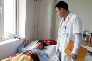 Xác minh vụ thầy giáo bị đánh dập sống mũi vì tát học sinh